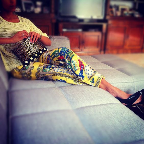 W love our yellow scarf print D pants from @mywardrobe_ME