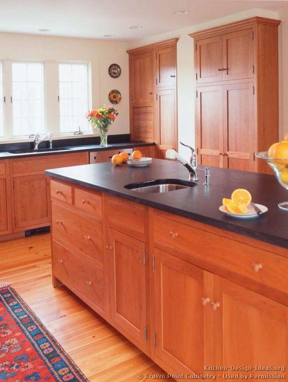 Wood kitchen cabinets light cherry shaker kitchen for Cherry kitchen cabinets pictures