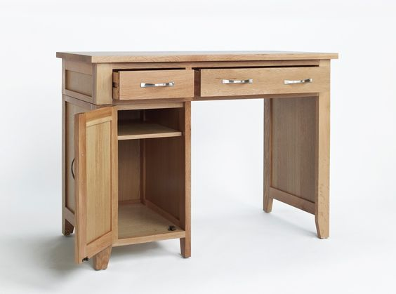 Sherwood Oak Single Pedestal Desk - The Sherwood Oak range is made of a high quality grade of oak and exhibits all the hallmarks of quality furniture.These include wood-panelled drawer bases and cabinet backs and the use of dovetailed joints in constructing drawers.