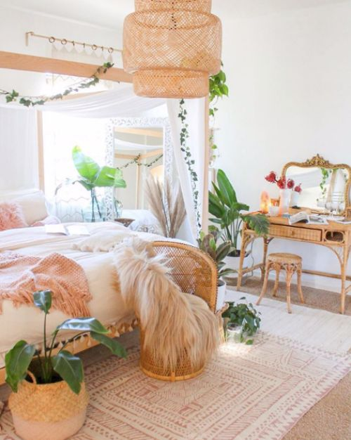 The perfect boho bedroom! Can I move in now? | 18 Bohemian Light Fixtures | www.thatplantylife.com #bohostyle #bohobedroom #bohemian #lighting
