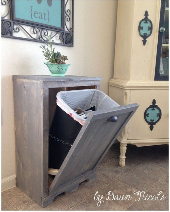 Pour tous ceux et toutes celles qui souhaitent dissimuler la poubelle dans la cuisine ou ailleurs, ce DIY est fait pour vous ! C'est le DIY du mercredi ! U