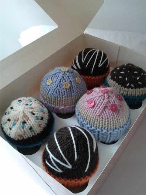 knitted cupcakes Free pattern ♥ up to 5000 FREE patterns to knit ♥: http://www.pinterest.com/DUTCHKNITTY/share-the-best-free-patterns-to-knit/: