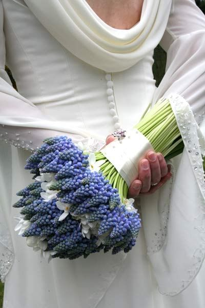 Love the blue bouquet. Unexpected and fresh.
