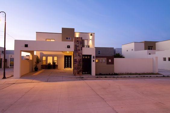 Fachadas de casas modernas lujosa fachada contempor nea y for Casa moderna 9 mirote y blancana