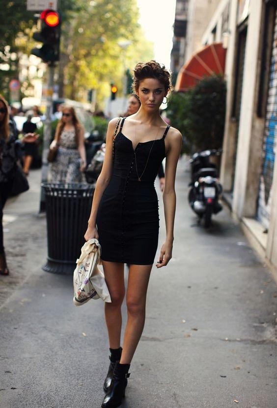 Αποτέλεσμα εικόνας για little black dress street style