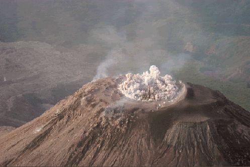 Proem Bellum Volcanoes Volcanic Eruptions And Lava Pinterest - 14 amazing volcanic eruptions pictured space