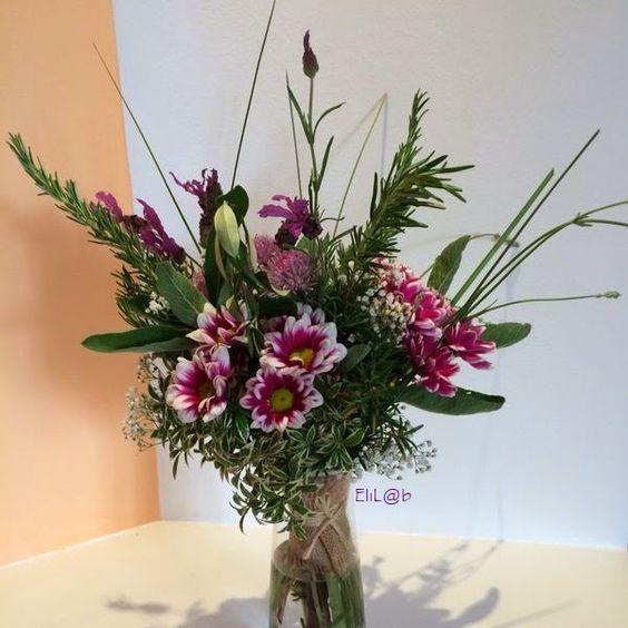 bouquet di erbe aromatiche, lavanda, rosmarino, salvia, erba cipollina