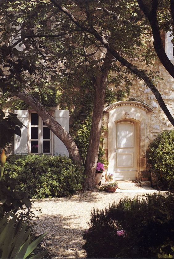 Romantic French Country Garden Courtyard Ideas #provence #frenchcountry #garden #courtyard