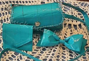 9 Clever Duct Tape Craft Ideas Duct tape is a great supply for making just about any creation you can imagine. You can create a kind of fabric by overlaying strips of duct tape together (then be sure to...