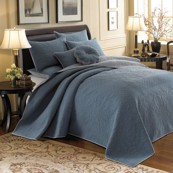 "King bedspread 120"" W x 118"" 