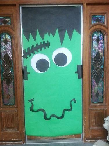 Ideas para decorar las puertas de halloween recursos - Decorar cristales de puertas ...