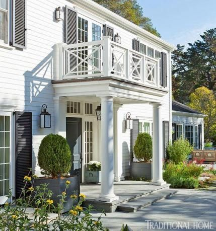 Benjamin Moore Simply White Color of the Year 2016 on traditional house exterior. COME SEE these White House Exteriors With Traditional Architecture! #houseexterior #whitehouses #housedesign #whitepaintcolors #whitehomes #traditionalarchitecture #modernfarmhouses