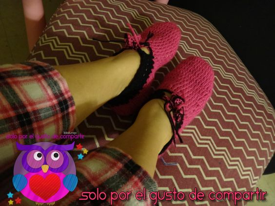 Mis primeras pantunflas /slippers www.youtube.com/user/lidiazuniga #ganchillo #addictcrochet #amosercrafter