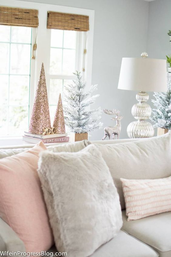 Take a new approach to decorating for the holidays this season with these romantic blush pink and gold color scheme. This blush pink and gold Christmas tree is soft and romantic and very on trend for Christmas 2017!