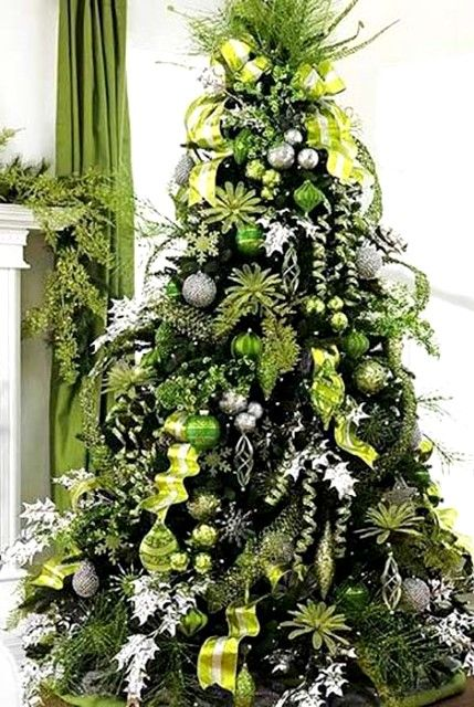 Green & silver decorated Christmas tree ToniKami Ðℯck Ʈհe HÅĿĿs