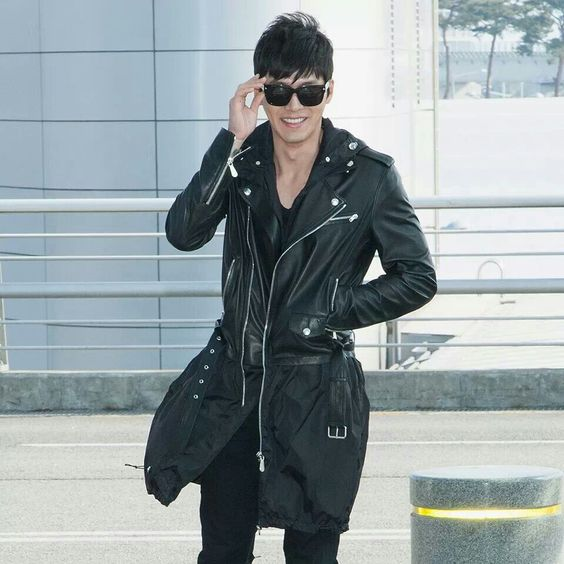 Cool and sexy Bin, also with the lovely charming smile. At Incheon Airport on the way to Thailand for FM,  20130409.