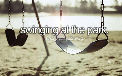 ...ich liebe schaukeln im Park ♡