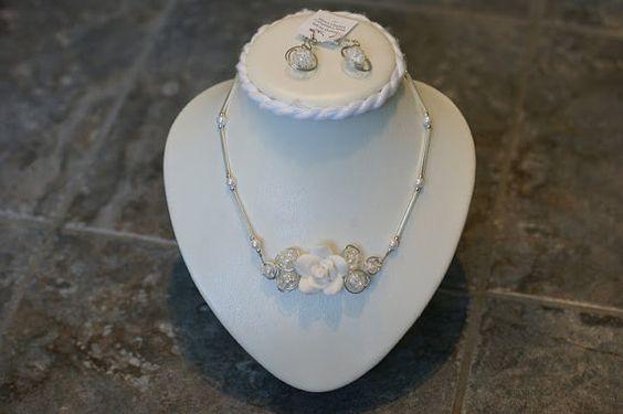 Ensemble de collier de fleur blanc  Ensemble par LesBijouxLibellule, $25.00