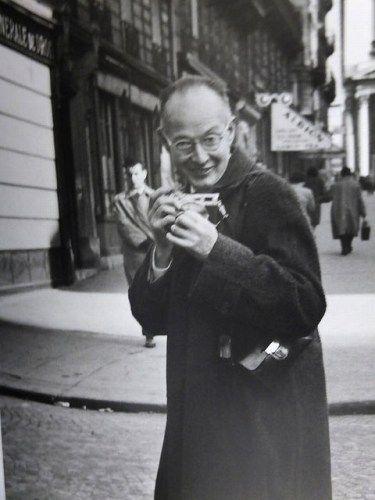 Henri Cartier-Bresson having a Leica M3 in his hands by Kimura Ihe-e