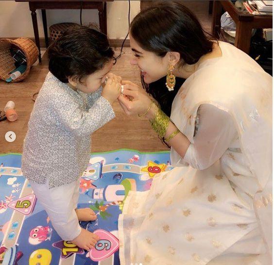तैमूर, इनाया और सारा अली खान का रक्षा बंधन बंधन बहुत प्यारा है: देखें #TaimurAliKhan और # इनाया ने बनाई अपनी आराध्य तस्वीरों के साथ #RakshaBandhan का जश्न