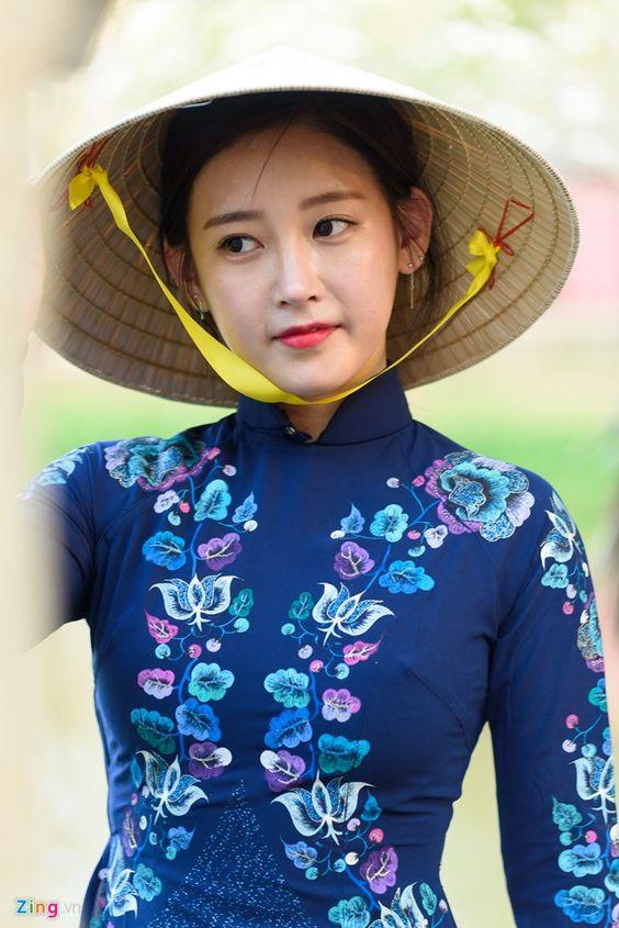 T-ara đội nón lá trình diễn áo dài ở TP HCM