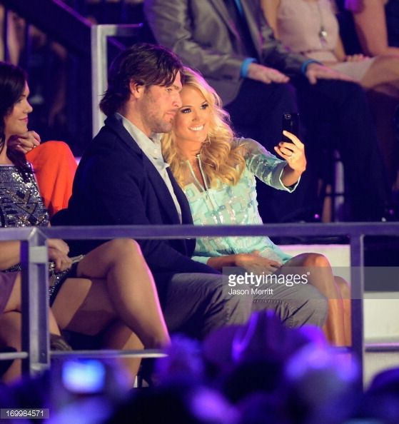 News Photo : NHL player Mike Fisher and singer Carrie...