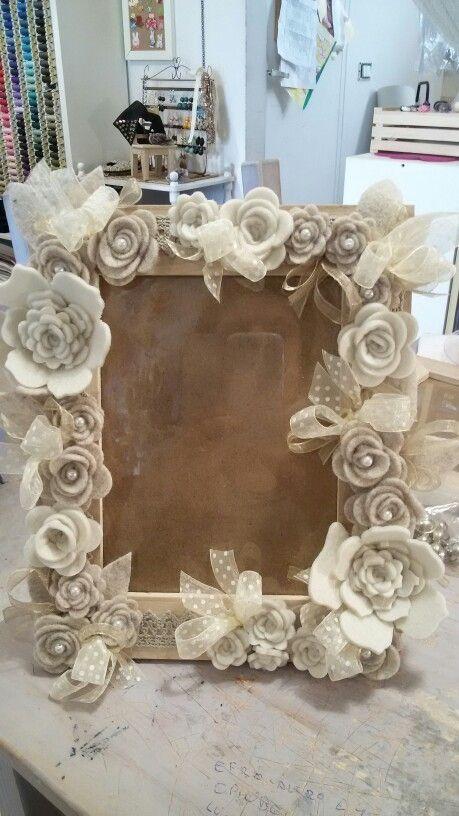 Cornice con fiori di feltro merceria creativa for Un costo di cornice