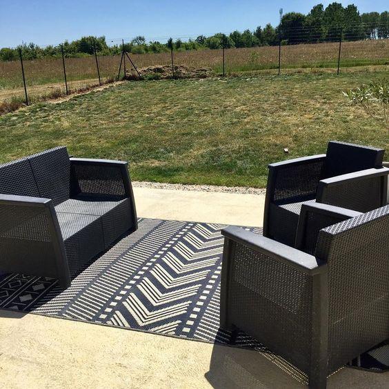 Amenagement De La Terrasse On Installe Le Nouveau Tapis D Exterieur Alicesgardenfr On Ressort Le Outdoor Furniture Sets Home Decor Outdoor Furniture