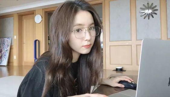Shin Se Kyung bối rối khi thấy các clip của mình xuất hiện rất nhiều quảng cáo dù bản thân cô nàng không hề chèn