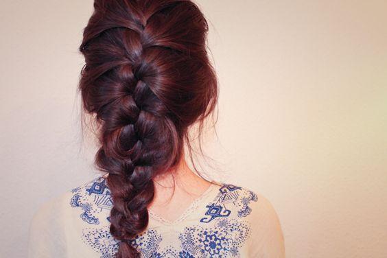 wie schaut die perfekte Frisur für's Yoga aus? http://cadika-beautyblog.de/die-perfekte-yogafrisur/