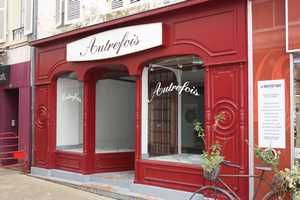Meanwhile, in France: FOR SALE! Attractive Vacant Shop, 2 floors for living space.
