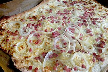Flammkuchen. I love love love the simple flavours of this middle european dish; Flammkuchen.