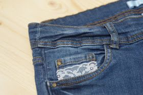 Crafty Bitches - Blog DIY, Couture, Déco, Vintage. Tuto couture, Do it yourself, décoration, rétro.: Customiser un short en jean ... Avec de la dentelle et du liberty