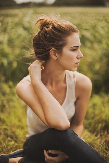 ふとした瞬間の横顔がとても綺麗な女性を見ると、なんだか素敵だなと思います。すっと、印象に残りますよね。