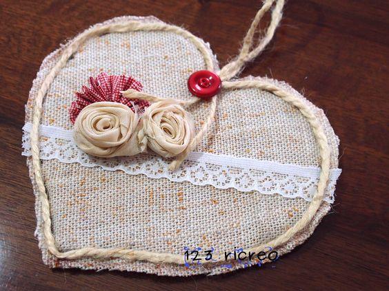cuore e fiori in stoffa e cartone