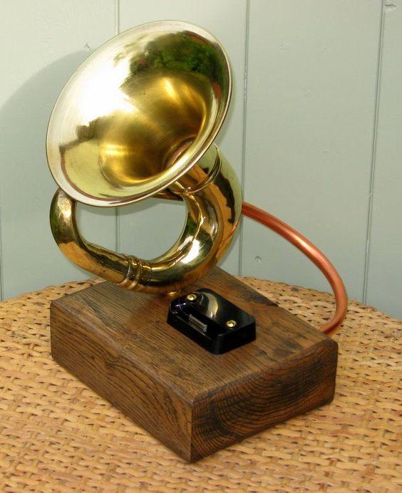 Vintage Car Horn Passive Amplifier & Docking Station