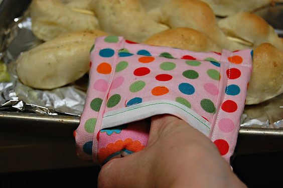 "Oven ""Mini-Mitt"" pattern & tutorial.: Crafts Diy Gifts, Sewing Kitchen, Sewing Projects, Sewing Crafts, Oven Mini Mitt, Sewing Ideas, Crafts Sewing"
