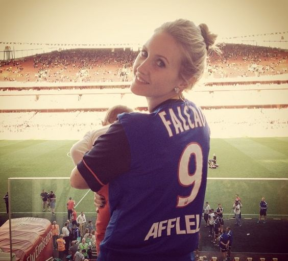 Lorelei Taron a soutenu El Tigre avec son maillot - http://www.actusports.fr/114684/lorelei-taron-a-soutenu-el-tigre-avec-son-maillot/