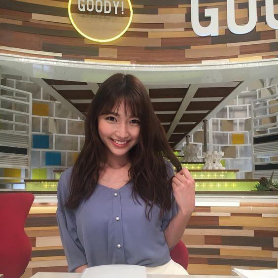 グッディ!のスタジオで大人っぽいヘアスタイルの三田友梨佳アナの画像