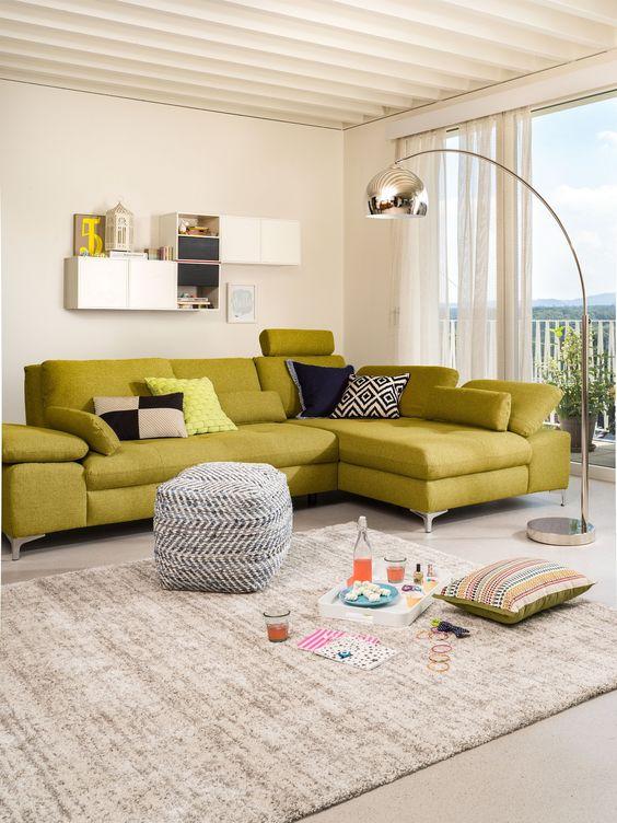 Micasa Wohnzimmer mit Ecksofa SANDER und Hocker SEAN Esszimmer - esszimmer mobel vertraute atmosphare stuhle