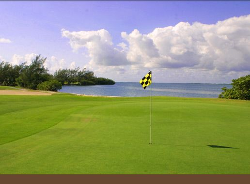 Dreams Cancun Resort & Spa /  Club de Golf Playa Mujeres de 18 hoyos, diseñado por Greg Norman.