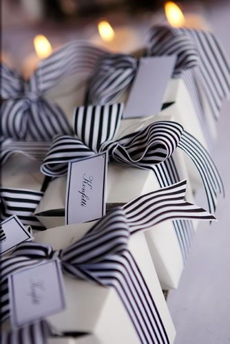 Love the simplicity of these black and white ribbon favours #weddings #favouriteweddingpins: