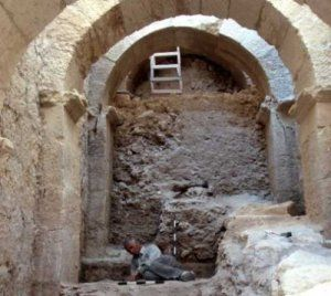 Archaeologists have unearthed a unique royal entryway to the Herodian Hilltop Palace. The main feature is a 20-meter-high corridor with a complex system of arches, allowing the King and his entourage direct passage into the palace courtyard. During the excavations, the original palace vestibule, decorated with painted frescoes, was also exposed.