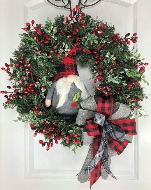 Unique Christmas Wreath Decoration Ideas For Your Front Door 48 In 2020 Christmas Wreaths Christmas Decorations Wreaths Christmas Wreath Designs
