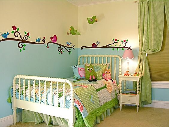 kinderzimmer f r m dchen gr n t rkis frisch v gel. Black Bedroom Furniture Sets. Home Design Ideas