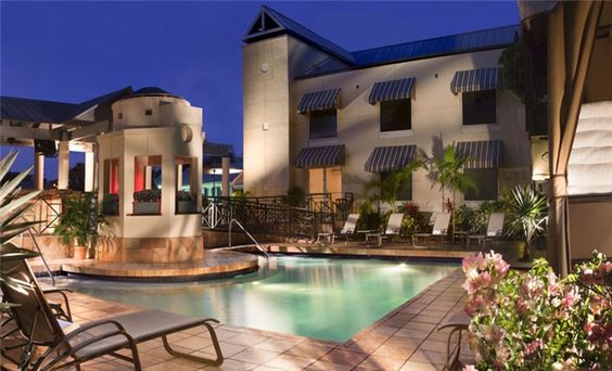 Outdoor pool with pool bar and sun deck  - Crowne Plaza Key West La Concha - Florida