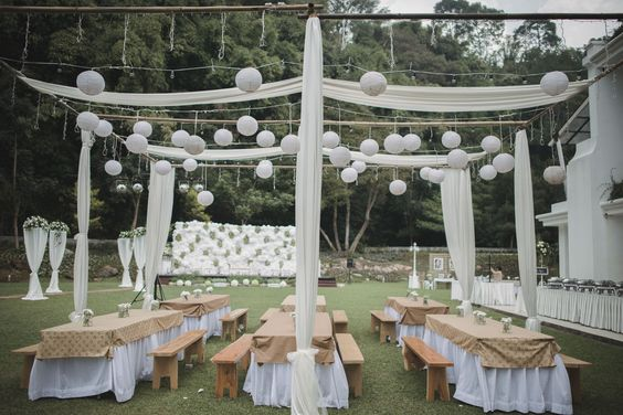 Pernikahan anindya dan aiken di gedong putih bandung wedding pernikahan anindya dan aiken di gedong putih bandung wedding pinterest weddings and wedding junglespirit Gallery