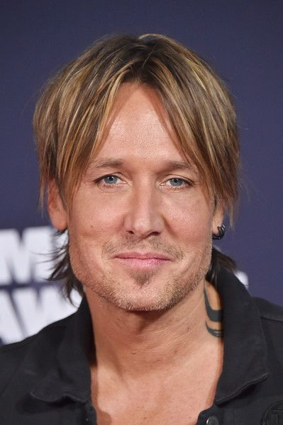 Keith Urban Photos - Singer Keith Urban attends the 2016 CMT Music awards at the…