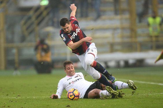 Mattia Destro # 10 of Bologna FC in action during the Serie A match between Bologna FC and US Citta di Palermo at Stadio Renato Dall'Ara on November 20, 2016 in Bologna, Italy.