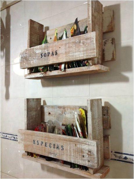 Estantes de cocina para guardar. madera recilada con pátina   ...
